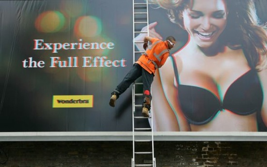 Wonderbra: 3D billboard
